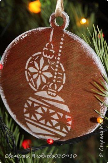 Подвески на елку - салфетка, краски, лак, структурная паста, трафарет, снег - манка и акриловая белая краска фото 15