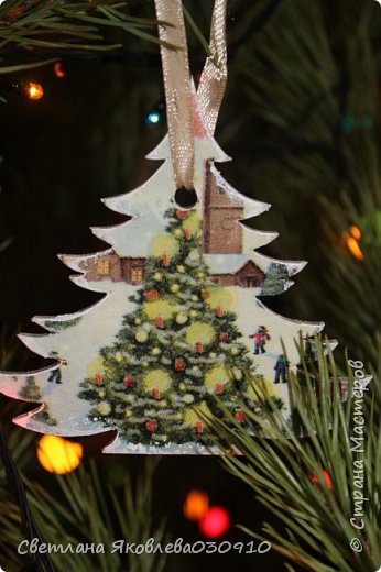 Подвески на елку - салфетка, краски, лак, структурная паста, трафарет, снег - манка и акриловая белая краска фото 18
