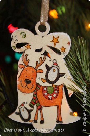Подвески на елку - салфетка, краски, лак, структурная паста, трафарет, снег - манка и акриловая белая краска фото 19