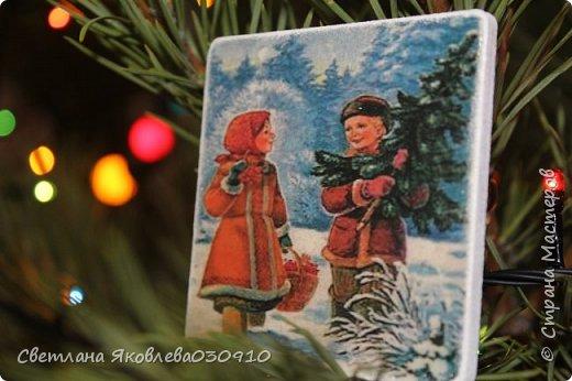 Подвески на елку - салфетка, краски, лак, структурная паста, трафарет, снег - манка и акриловая белая краска фото 21