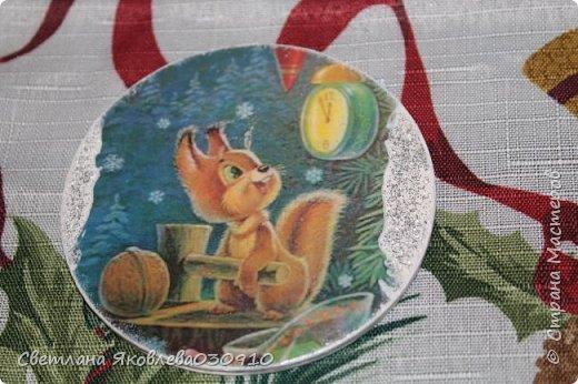 Подвески на елку - салфетка, краски, лак, структурная паста, трафарет, снег - манка и акриловая белая краска фото 23