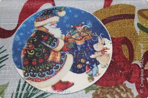 Подвески на елку - салфетка, краски, лак, структурная паста, трафарет, снег - манка и акриловая белая краска фото 27