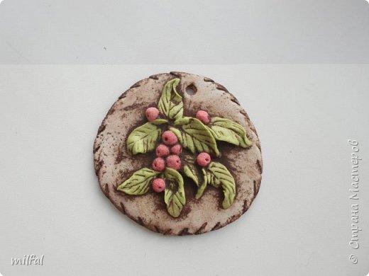Набор. Хотя сделано было не для набора,а оказалось всё вместе хорошо сочетается. фактура-шпаклёвка с гипсом, ягодки,листочки-солёное тесто. фото 10