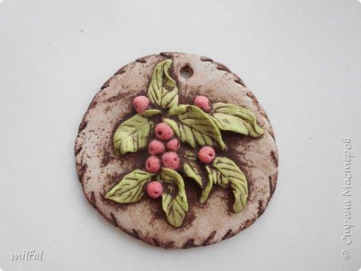 Набор. Хотя сделано было не для набора,а оказалось всё вместе хорошо сочетается. фактура-шпаклёвка с гипсом, ягодки,листочки-солёное тесто. фото 11