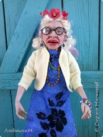 Приветствую жителей волшебной Страны мастеров!  Я сегодня привела сюда ещё одну свою каркасную куколку, которую сделала  этим летом по картинке, случайно увиденной в интернете. Внешность этой пожилой дамы показалась мне очень интересной. Захотелось поселить её у себя дома. Так что я ничего не придумывала - ни имя, ни образ. Моя задача была простая - скопировать то, что вижу. поупражняться в лепке куклопортрета. Что получилось - выношу на ваш суд.  фото 9