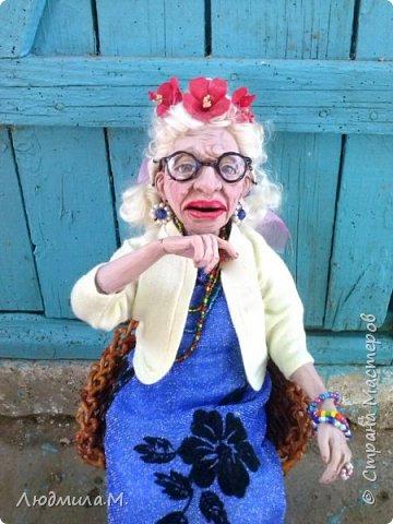 Приветствую жителей волшебной Страны мастеров!  Я сегодня привела сюда ещё одну свою каркасную куколку, которую сделала  этим летом по картинке, случайно увиденной в интернете. Внешность этой пожилой дамы показалась мне очень интересной. Захотелось поселить её у себя дома. Так что я ничего не придумывала - ни имя, ни образ. Моя задача была простая - скопировать то, что вижу. поупражняться в лепке куклопортрета. Что получилось - выношу на ваш суд.  фото 8