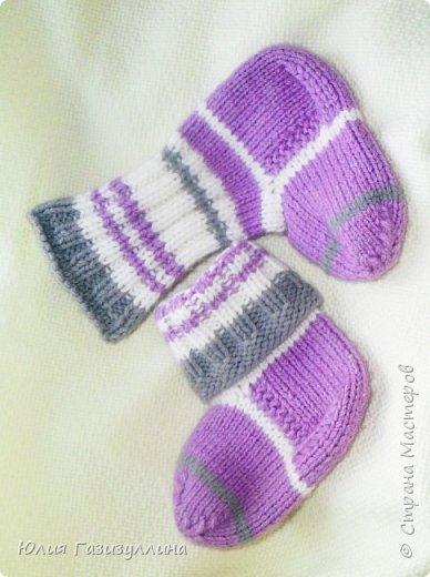 наконец-то погода позволила нам одеть наши нарядные носочки! связались они еще во времена беременности и вот, наконец-то, дождались своего часа!!! фото 1