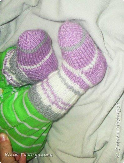наконец-то погода позволила нам одеть наши нарядные носочки! связались они еще во времена беременности и вот, наконец-то, дождались своего часа!!! фото 2