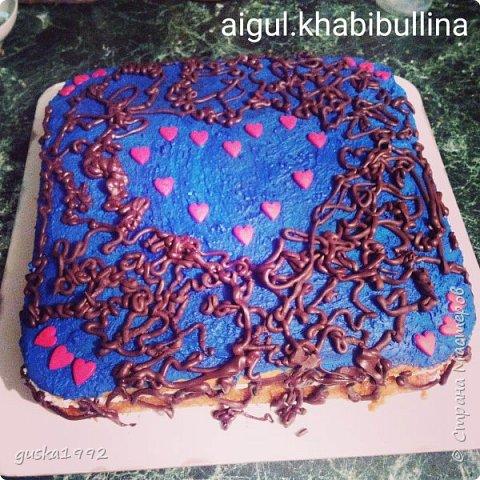 Этот торт испекла  на день рождение сестренки)) внутри сливочный крем с ананасами и ванильный бисквит. фото 2