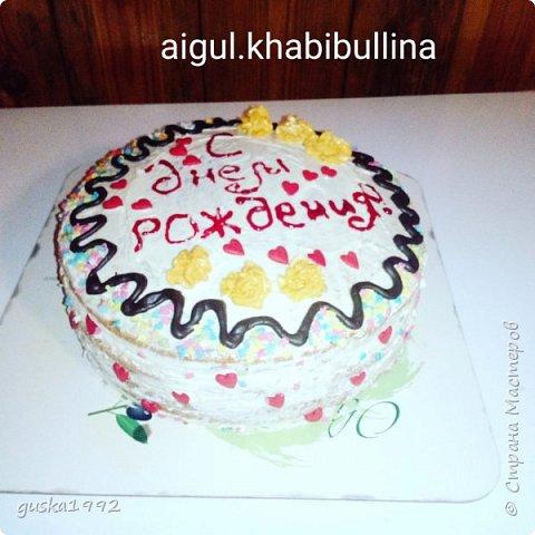 Этот торт испекла  на день рождение сестренки)) внутри сливочный крем с ананасами и ванильный бисквит. фото 1