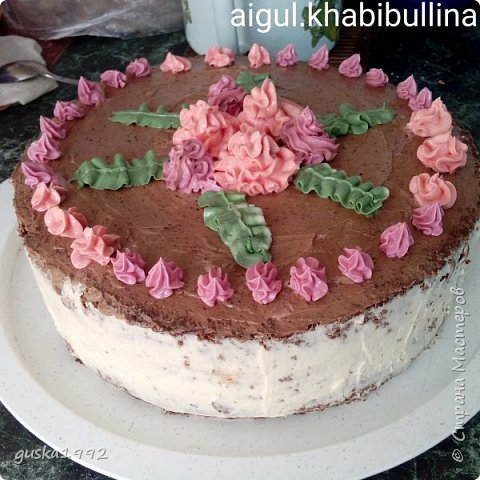 Этот торт испекла  на день рождение сестренки)) внутри сливочный крем с ананасами и ванильный бисквит. фото 3