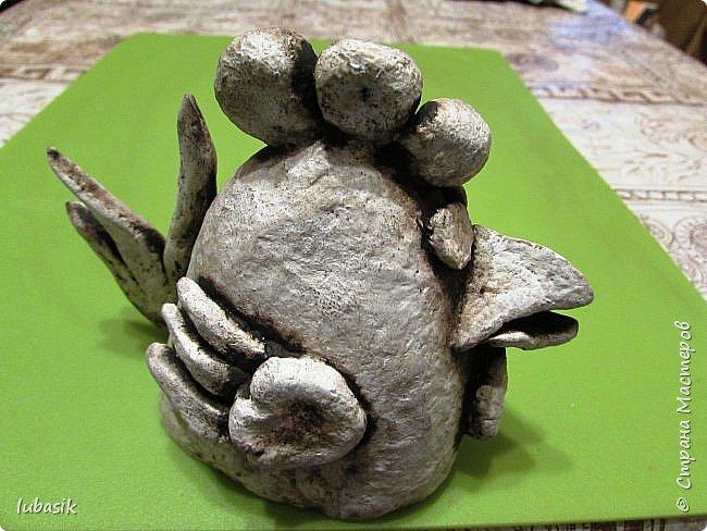 Здравствуйте, мои дорогие и любимые соседи по Стране! Когда я выложила своих петушков, многие заинтересовались процессом создания, поэтому решила подготовить МК. Таким образом родился новый Петя - Петушок . Пыталась имитировать керамику. фото 33