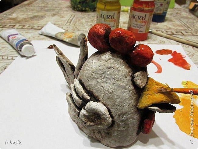Здравствуйте, мои дорогие и любимые соседи по Стране! Когда я выложила своих петушков, многие заинтересовались процессом создания, поэтому решила подготовить МК. Таким образом родился новый Петя - Петушок . Пыталась имитировать керамику. фото 34