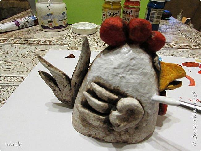 Здравствуйте, мои дорогие и любимые соседи по Стране! Когда я выложила своих петушков, многие заинтересовались процессом создания, поэтому решила подготовить МК. Таким образом родился новый Петя - Петушок . Пыталась имитировать керамику. фото 35
