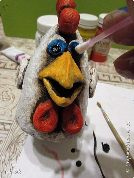 Здравствуйте, мои дорогие и любимые соседи по Стране! Когда я выложила своих петушков, многие заинтересовались процессом создания, поэтому решила подготовить МК. Таким образом родился новый Петя - Петушок . Пыталась имитировать керамику. фото 36