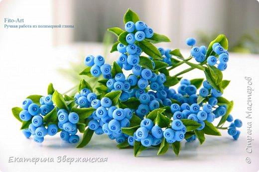 Новые работы. Розочки, голубые ягоды и белые колокольчики фото 1