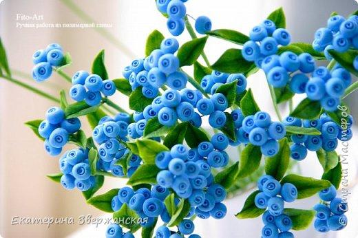 Новые работы. Розочки, голубые ягоды и белые колокольчики фото 6