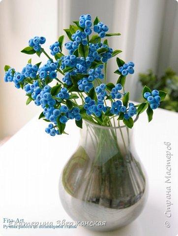 Новые работы. Розочки, голубые ягоды и белые колокольчики фото 7