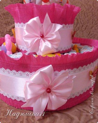 Хорошей девушке в честь рождения её долгожданной дочери сделала вот такой тортик из памперсов и открыточку. фото 7