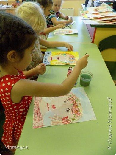 Рисовали с детьми подготовительной группы красавицу Осень масляной пастелью, лист тонировали акварелью. фото 10
