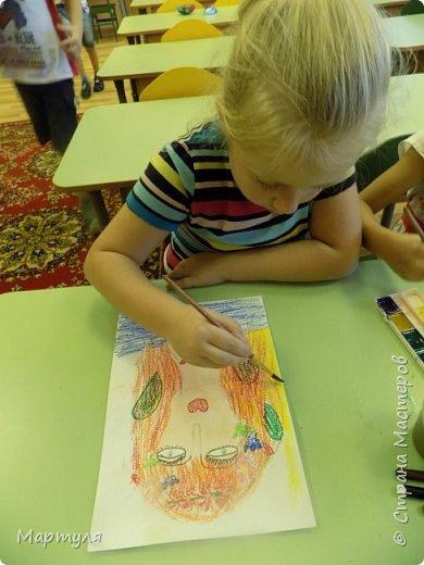 Рисовали с детьми подготовительной группы красавицу Осень масляной пастелью, лист тонировали акварелью. фото 11