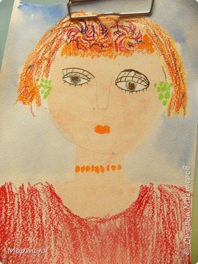 Рисовали с детьми подготовительной группы красавицу Осень масляной пастелью, лист тонировали акварелью. фото 4