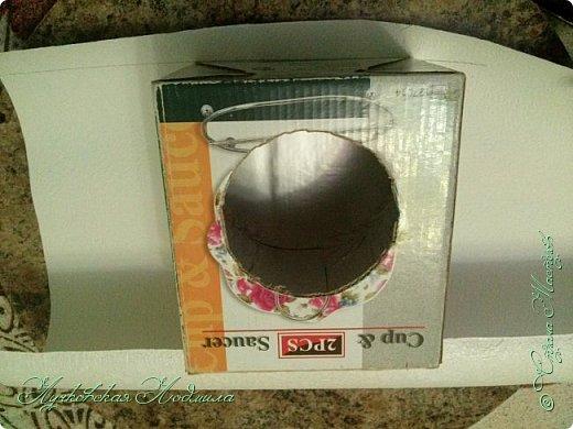 """Стиральная машинка для куклы, а так же можно использовать для игры """" Найди пару"""". Моя дочка в восторге. Идея не моя, подсмотрена на просторах интернета, кто автор к сожалению не знаю))) Но спасибо ему за идею. Для стиральной машинке понадобится: 1. коробка 2. бумага или обои, картон 3. клей ПВА,, титан 4. фольга 5. пробка, бусины фото 21"""