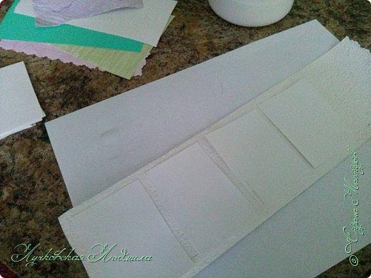 """Стиральная машинка для куклы, а так же можно использовать для игры """" Найди пару"""". Моя дочка в восторге. Идея не моя, подсмотрена на просторах интернета, кто автор к сожалению не знаю))) Но спасибо ему за идею. Для стиральной машинке понадобится: 1. коробка 2. бумага или обои, картон 3. клей ПВА,, титан 4. фольга 5. пробка, бусины фото 35"""