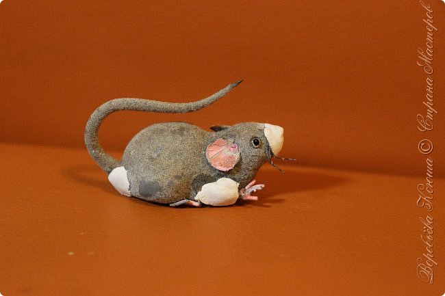 Приветствую гостей на моей страничке. Пару месяцев назад моя мама нашла у меняя в шкафу заброшеную мышь. Это был обыкновенный магнит. Был он в ужасном состоянии... фото 5