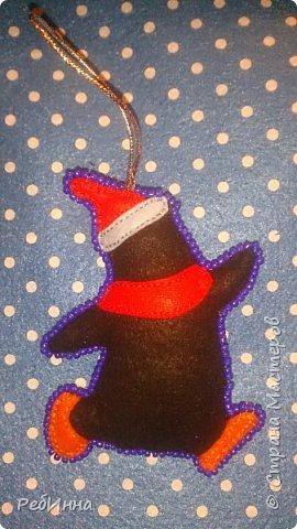 Здравствуйте, Мастера! Продолжаю готовиться к Новому году. Этот медвежонок очень популярен среди рукодельниц, вот и я не устояла, только в оригинале он с красным шарфом, а у меня без, просто медвежонок, набит слегка и обшит бисером.  фото 6