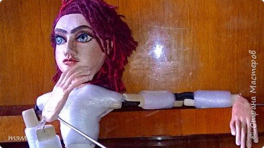 Рука кукловода и кукла - одно целое. Они должны быть вместе, тогда кукла оживает. Сфотографировать куклу отдельно не просто. Но я попыталась. фото 5