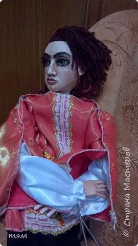 Рука кукловода и кукла - одно целое. Они должны быть вместе, тогда кукла оживает. Сфотографировать куклу отдельно не просто. Но я попыталась. фото 1