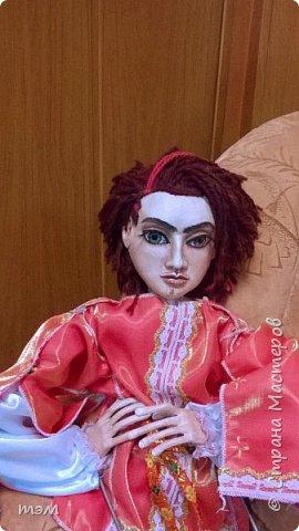 Рука кукловода и кукла - одно целое. Они должны быть вместе, тогда кукла оживает. Сфотографировать куклу отдельно не просто. Но я попыталась. фото 2