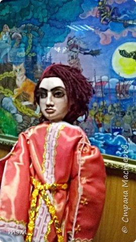 Рука кукловода и кукла - одно целое. Они должны быть вместе, тогда кукла оживает. Сфотографировать куклу отдельно не просто. Но я попыталась. фото 3