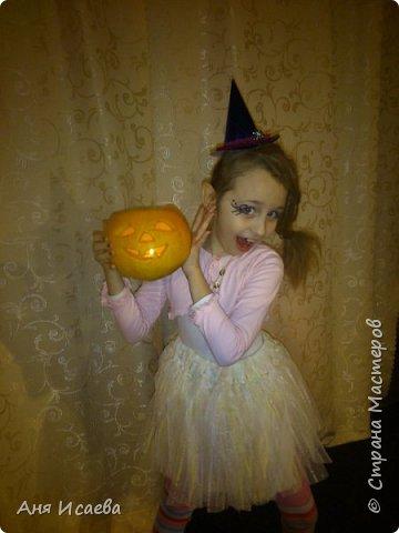 Только вчера обсуждали с доченькой костюм на Хэллоуин. У нас ежегодно на театральном кружке празднуют этот праздник, где собираются вся возрастная категория коллектива))) И вспомнила, что в прошлом году моя девочка была Ведьмочкой. Хочу поделиться идеей костюма, может кому-нибудь пригодиться))) фото 17