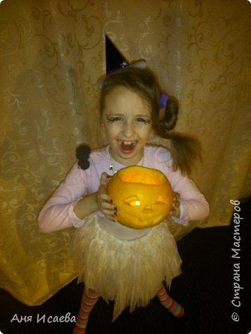 Только вчера обсуждали с доченькой костюм на Хэллоуин. У нас ежегодно на театральном кружке празднуют этот праздник, где собираются вся возрастная категория коллектива))) И вспомнила, что в прошлом году моя девочка была Ведьмочкой. Хочу поделиться идеей костюма, может кому-нибудь пригодиться))) фото 18