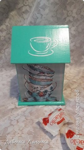 """Всем привет!!! Итак, сегодня я покажу вам свои чайные домики.  Первый домик """"Мятный зефир"""". Мой любимый!!! Даже не знаю, почему я его так назвала, но как-то сразу пришло мне на ум это название)))) Он такой нежный, зефирный, прям съесть хочется)))  Использовала заготовку из фанеры, распечатку, акрил, трафарет и матовый лак. фото 2"""