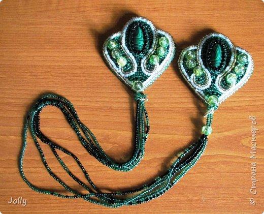 Вышивка бисером - отличный вариант валокордина без химии. Очередной приступ нервотрепки - и получился набор зеленых эполет на зеленый свитер. фото 3