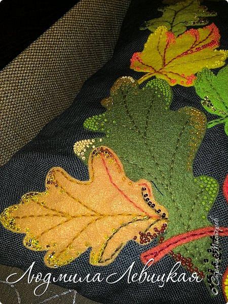 Наступила осень, и у меня родилась такая подушка... Применила разные техники. Я взяла темно-зеленый лен за основу, на котором разместила вышитые зеленые листья (они символизируют ушедшее лето) и осенние листья из фетра в виде аппликации... фото 6