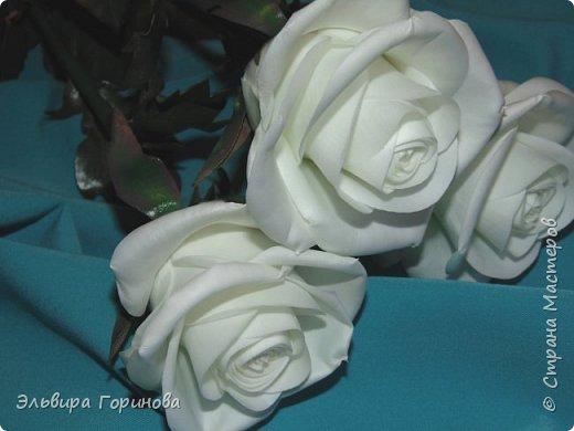 Бутон и листья из фоамирана, стебель из холодного фарфора, сделаны по МК Александры Троицкой. фото 3