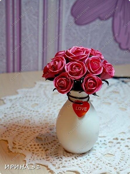 Здравствуйте! Рада видеть Вас у себя в гостях.  Недавно закончила работу над новой, очень нежной композицией с розами из фоамирана.  Композиция была сделана на заказ для интерьера кухни.  Приглашаю к просмотру.  фото 14