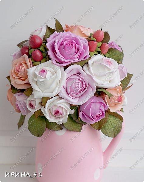 Здравствуйте! Рада видеть Вас у себя в гостях.  Недавно закончила работу над новой, очень нежной композицией с розами из фоамирана.  Композиция была сделана на заказ для интерьера кухни.  Приглашаю к просмотру.  фото 1