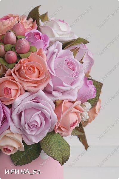 Здравствуйте! Рада видеть Вас у себя в гостях.  Недавно закончила работу над новой, очень нежной композицией с розами из фоамирана.  Композиция была сделана на заказ для интерьера кухни.  Приглашаю к просмотру.  фото 3