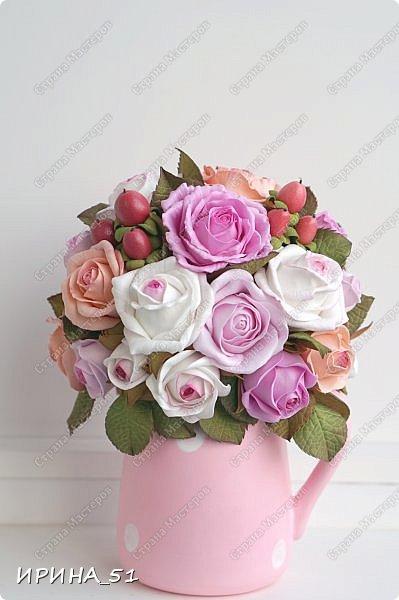 Здравствуйте! Рада видеть Вас у себя в гостях.  Недавно закончила работу над новой, очень нежной композицией с розами из фоамирана.  Композиция была сделана на заказ для интерьера кухни.  Приглашаю к просмотру.  фото 12