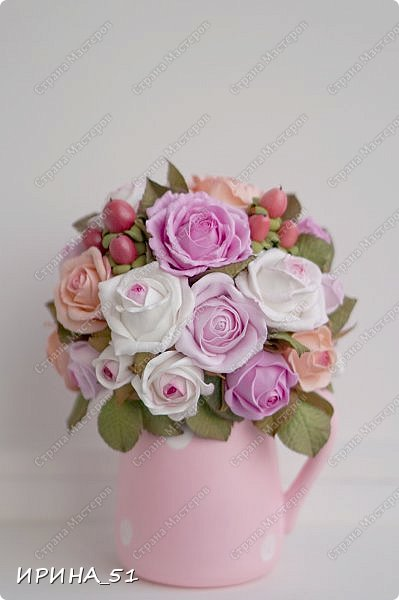 Здравствуйте! Рада видеть Вас у себя в гостях.  Недавно закончила работу над новой, очень нежной композицией с розами из фоамирана.  Композиция была сделана на заказ для интерьера кухни.  Приглашаю к просмотру.  фото 4