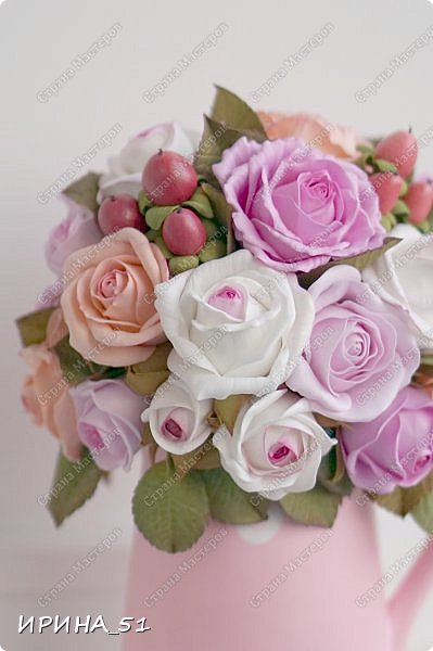 Здравствуйте! Рада видеть Вас у себя в гостях.  Недавно закончила работу над новой, очень нежной композицией с розами из фоамирана.  Композиция была сделана на заказ для интерьера кухни.  Приглашаю к просмотру.  фото 5