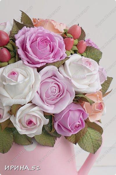 Здравствуйте! Рада видеть Вас у себя в гостях.  Недавно закончила работу над новой, очень нежной композицией с розами из фоамирана.  Композиция была сделана на заказ для интерьера кухни.  Приглашаю к просмотру.  фото 6