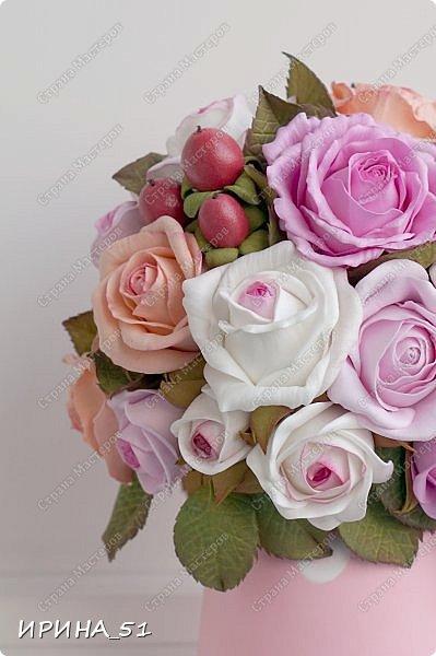 Здравствуйте! Рада видеть Вас у себя в гостях.  Недавно закончила работу над новой, очень нежной композицией с розами из фоамирана.  Композиция была сделана на заказ для интерьера кухни.  Приглашаю к просмотру.  фото 7