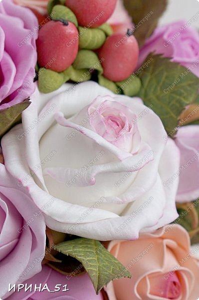 Здравствуйте! Рада видеть Вас у себя в гостях.  Недавно закончила работу над новой, очень нежной композицией с розами из фоамирана.  Композиция была сделана на заказ для интерьера кухни.  Приглашаю к просмотру.  фото 8