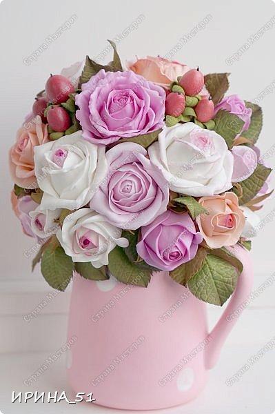 Здравствуйте! Рада видеть Вас у себя в гостях.  Недавно закончила работу над новой, очень нежной композицией с розами из фоамирана.  Композиция была сделана на заказ для интерьера кухни.  Приглашаю к просмотру.  фото 10